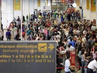 Caos em aeroporto de Brasília (DF) em 23 de dezembro do ano passado