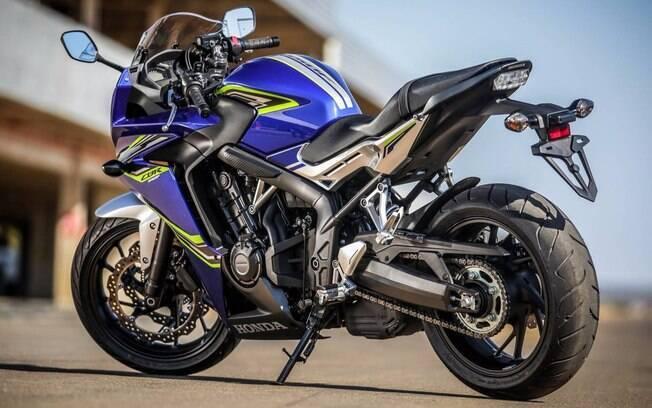 Honda CB 650F: nova pintura  e motor um pouco mais potente são novidades da linha 2018 da motocicleta