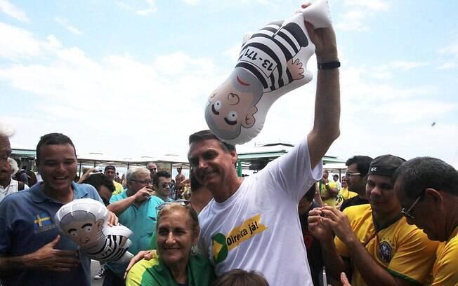 Deputado Jair Bolsonaro participou de protesto no Rio de Janeiro. Foto: jose lucena/Futura Press - 13.12.15