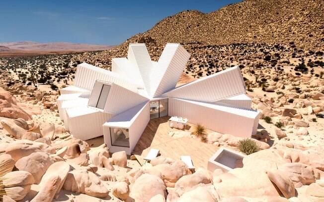 Apesar de a estrutura ser feita apenas de contêiners, o formato da casa não é nada convencional