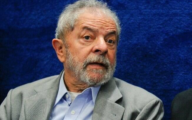 Juiz Sérgio Moro condenou ex-presidente Lula por crimes de corrupção e lavagem no caso tríplex da Lava Jato