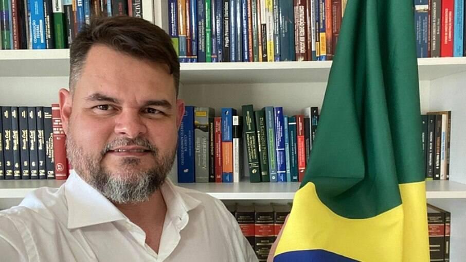 Comissão parlamentar de inquérito suspeita da atuação de Túlio Silveira na negociação da Covaxin junto ao Ministério da Saúde