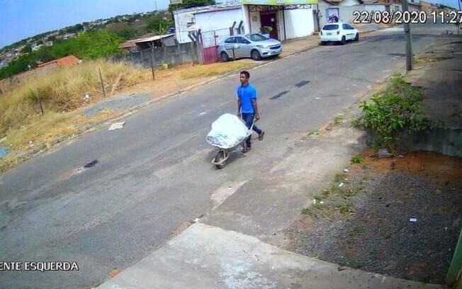 A Polícia Civil encontrou o corpo em uma rua da cidade de Aparecida de Goiânia