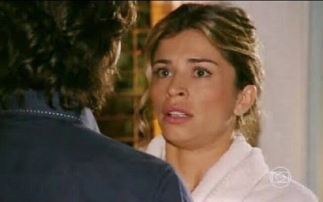 Alberto tenta seduzir Ester