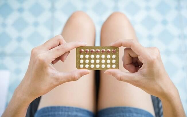 Os relatos de mulheres que sofrem complicações por conta do anticoncepcional se tornaram cada vez mais comuns, incentivando um movimento contra o uso da pílula