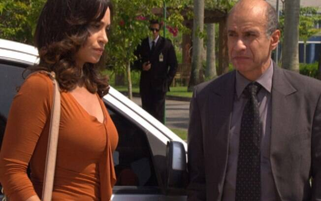 Joana diz ao delegado que acha que Tereza Cristina é a assassina de sua irmã, e ele confessa que acredita no mesmo