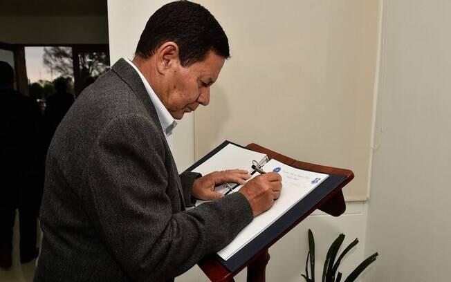 Hamilton Mourão também fez um apelo pela convocação de novas eleições na Venezuela, fiscalizada pela OEA.