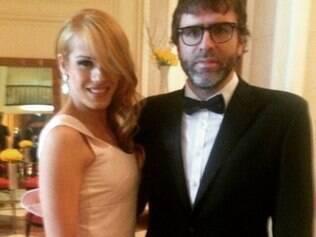 Com trajes de gala, o casal desfilou pelo Dolby Theater, em Los Angeles, nos Estados Unidos