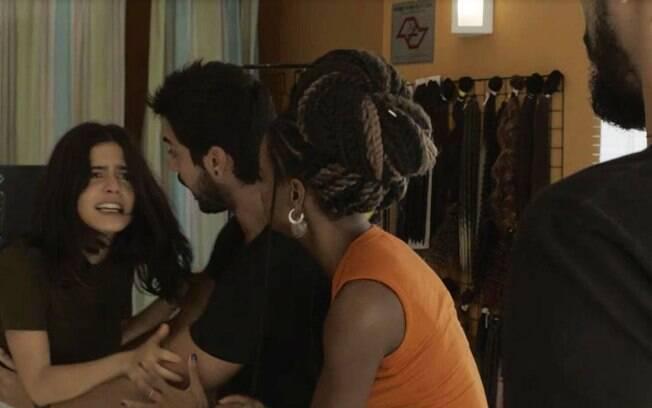 Bruno ajuda Laila durante discussão com Jamil