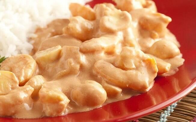 Se você gosta de camarão, precisa aprender a fazer essa versão do strogonoff; confira a receita