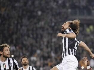 O meia Pirlo marcou o terceiro gol de falta dele em menos de um mês
