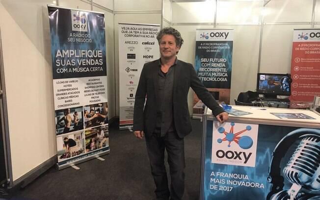 Helio Brito fundou a Ooxy Radio Indoor após entrar em loja infantil que tocava heavy metal