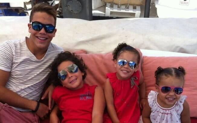 Ronaldo postou em seu Twitter uma foto dos quatro filhos em passeio de barco