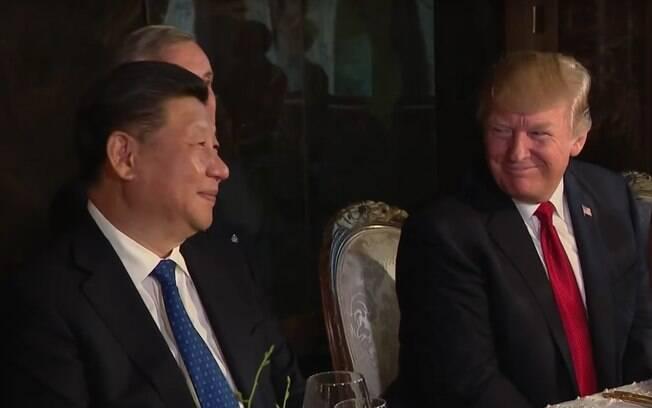 Presidentes da China e Estados Unidos, respectivamente, Xi Jinping e Donald Trump em encontro em abril deste ano