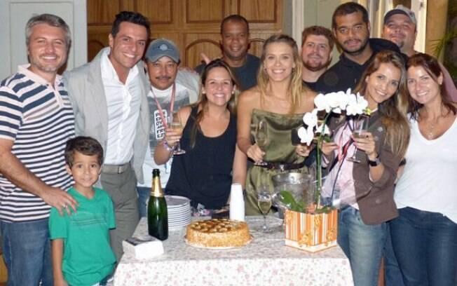 Carolina Dieckmann com a equipe de 'Salve Jorge'
