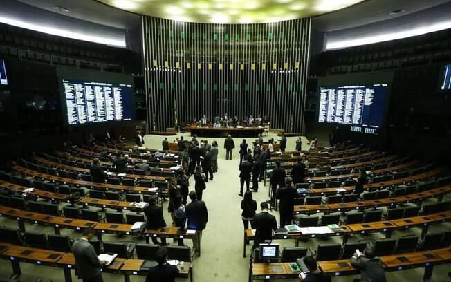 Reforma trabalhista precisa da maioria simples para ser aprovado; votação exige ao menos 257 deputados presentes