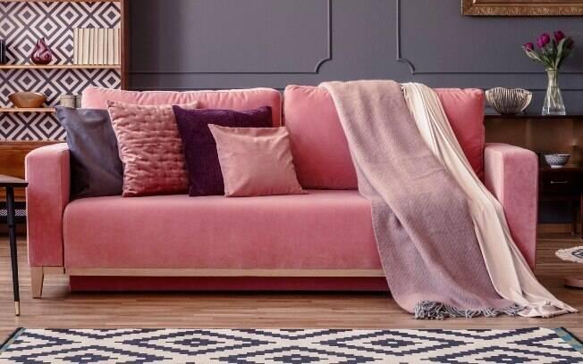 Para usar as almofadas, vale mesclar as estampas e ter uma cartela de cores mais próximas, recomenda a consultora Ruth