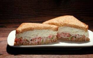 Sanduíche de kani com cream cheese