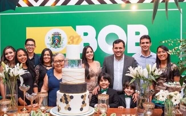 Ernandes Bob (no centro, de terno) fez aniversário de 37 anos em Abreu e Lima