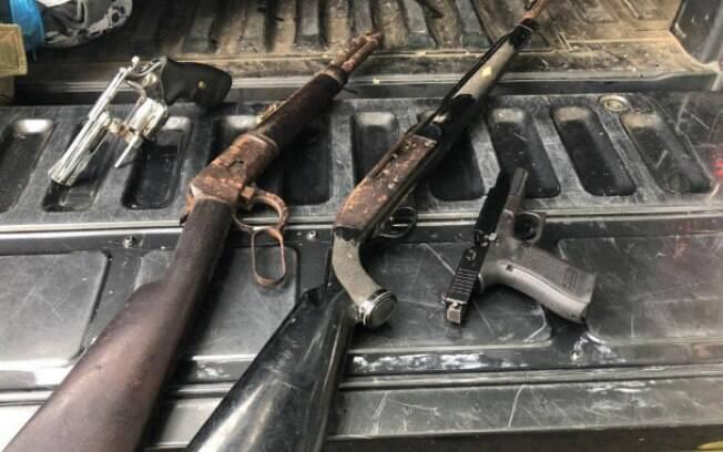 Armas apreendidas com o miliciano Adriano da Nóbrega