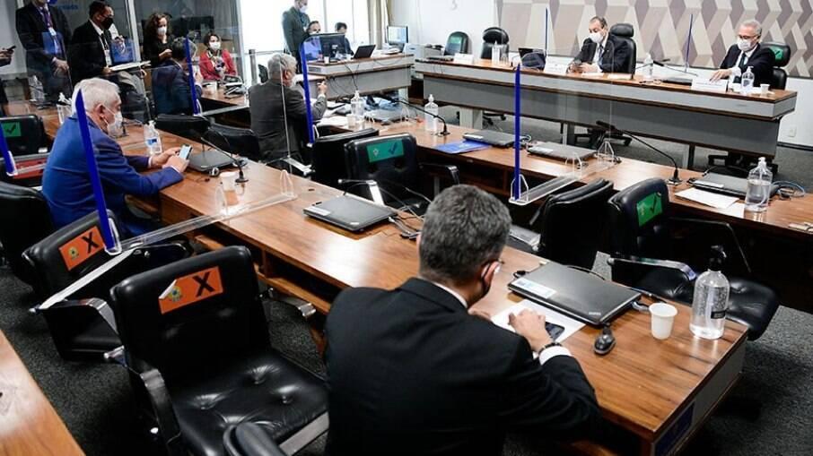 Renan marca reunião com G7 para falar sobre relatório final da CPI da Covid