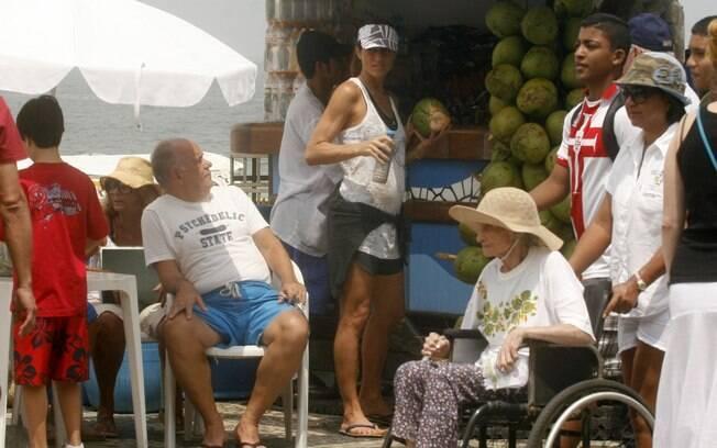 Cynthia Howlett compra água de coco