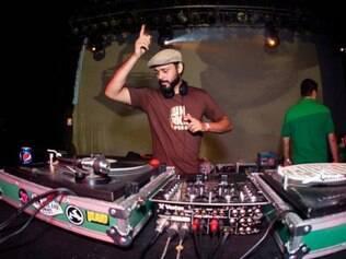 DJ Yuga, da festa Sexta Básica e do DeSkaReggae Sound System, é uma das atrações da Virada do Mercado