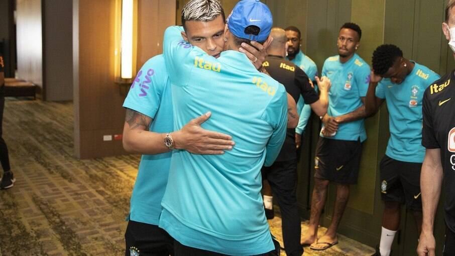 Thiago Silva sai em defesa de Neymar e vê cobranças exageradas