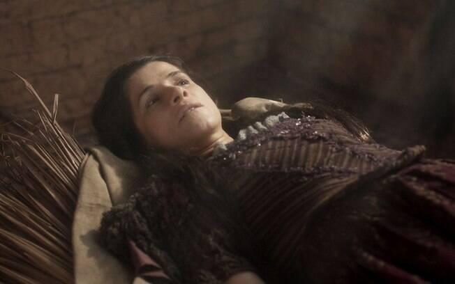 Elvira se finge de morta para despistar Jacinto.