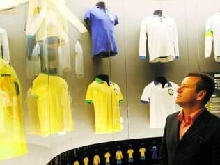 Vai conseguir? Dunga está recebendo sua segunda oportunidade no comando da seleção brasileira e terá como grande objetivo formar e trabalhar um grupo capaz de chegar forte à próxima Copa do Mundo