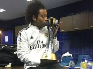 Brasileiro Marcelo compartilhou nas redes seu momento com a taça de campeão