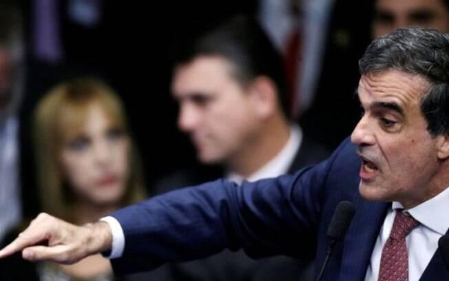 Defesa de Dilma argumenta que decretos remanejam recursos e não ampliam despesas