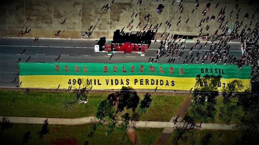 Bandeirão usado nas manifestações contra Bolsonaro
