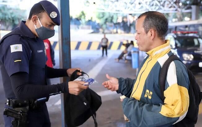 Prefeitura de Campinas começará a multar pessoas sem máscara.