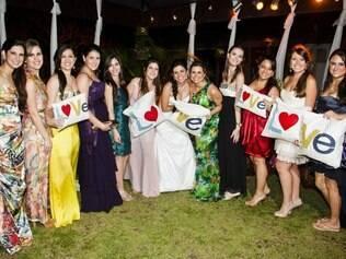Natasha Gonçalves reuniu amigos e familiares para seu casamento, em Arraial D`Ajuda
