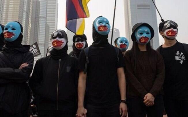 Manifestantes pró-democracia em Hong Kong saíram às ruas em defesa dos uigures