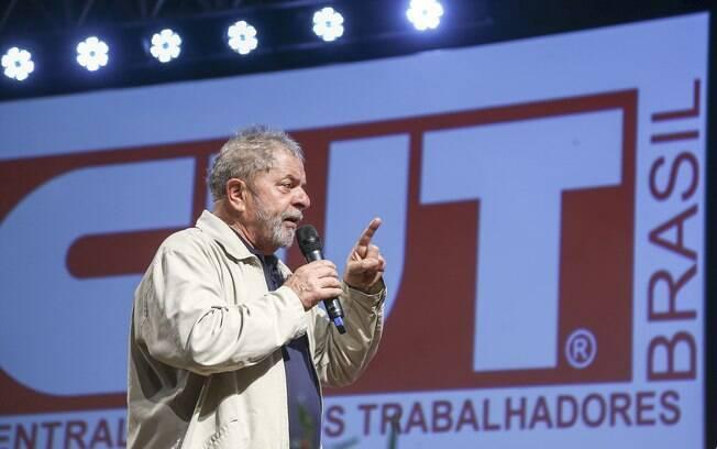 Seguindo a linha populista, em 1983, Lula compôs o grupo dos fundadores da Central Única dos Trabalhadores