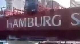 Navio se choca com estação de balsas no litoral de São Paulo