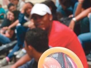 Onze mil colégios entregam preservativos aos seus alunos