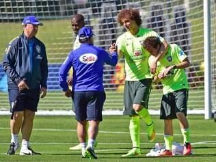 Bernard recebeu a atenção de companheiros e da comissão técnica durante o treino