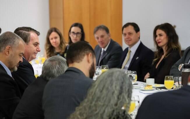 Jair Bolsonaro  negou que haja conflito de seguidores de Olavo de Carvalho com militares