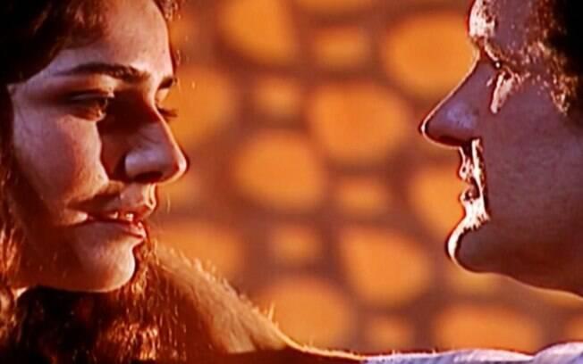 """O Clone – Nazira agoura casamento de Mohamed e Latiffa e exige: """"Prova de sangue"""""""