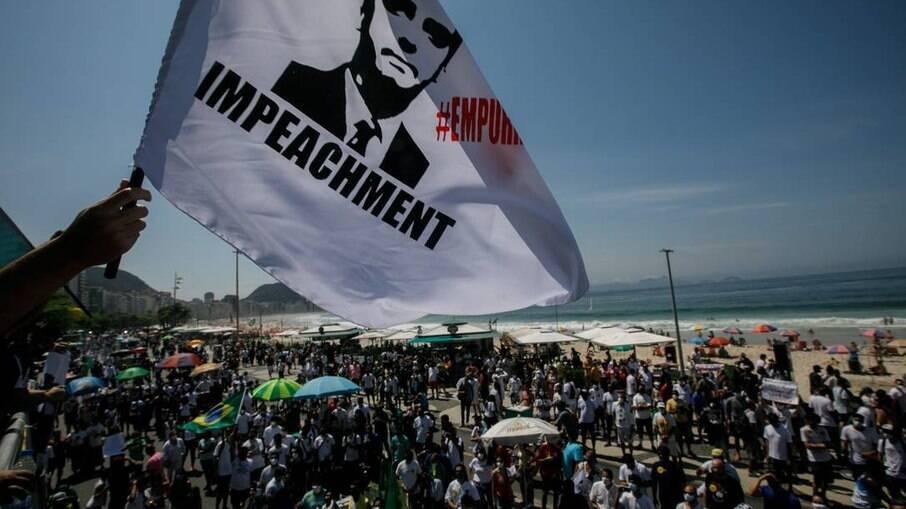 Manifestação convocada pelo MBL no Rio aconteceu em Copacabana reunindo grupo pequeno