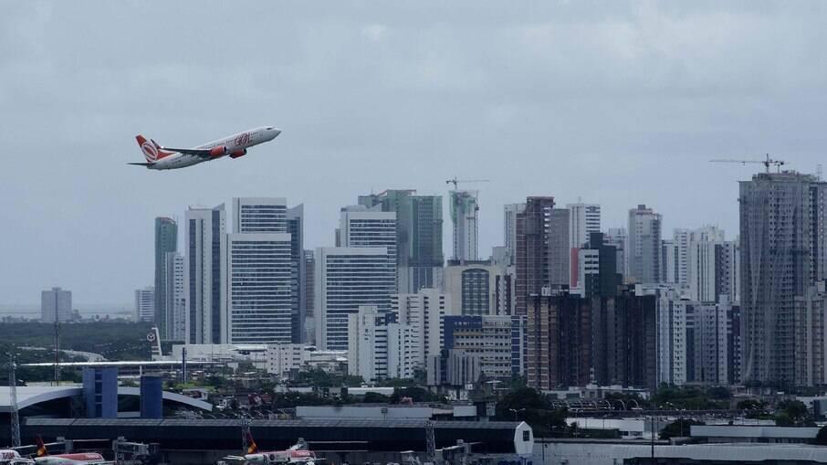 Colômbia suspende voos com Brasil por nova variante da Covid-19