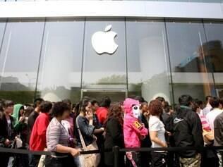 Chegada do iPhone 4 na China: filas marcaram todos os lançamentos de smartphone da Apple