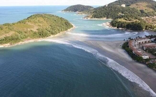 A praia do mar casado é uma ótima opção para famílias que buscam um mar mais calmo, mas com todas as mordomias dos quiosques locais.