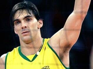 O passadr-atacante da seleção brasileira de vôlei masculino, Giba mede 1,92 m, pesa 85 kg. Em 2006, foi eleito o melhor jogador do mundo após o título do campeonato mundial, com a vitória sobre a Polônia por 3 sets a 0.