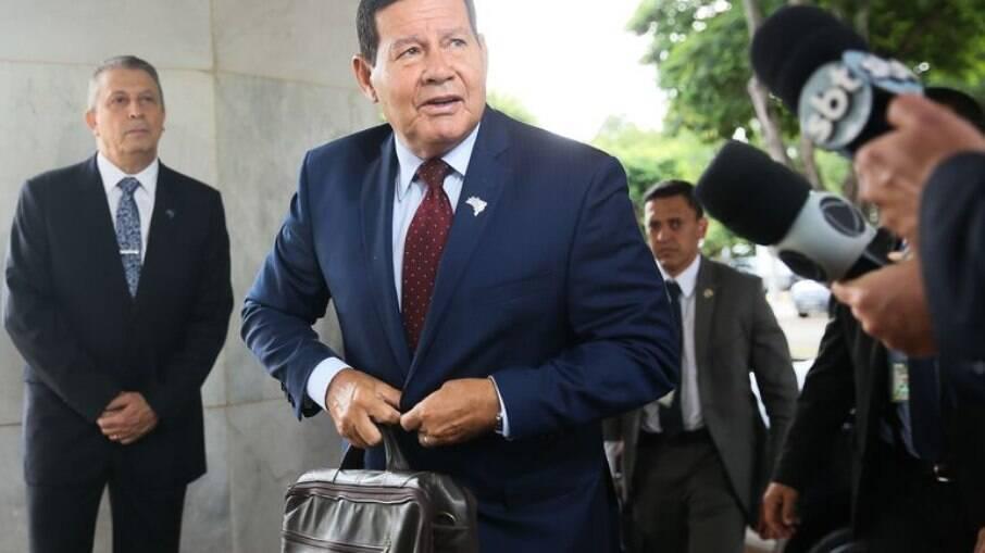 Mourão falou com jornalistas ao chegar no Palácio do Planalto