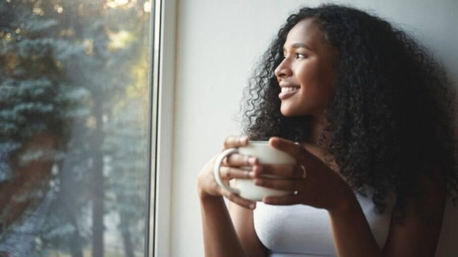 A solidão da mulher negra diz respeito principalmente às relações amorosas, mas inclui outras formas de afeto