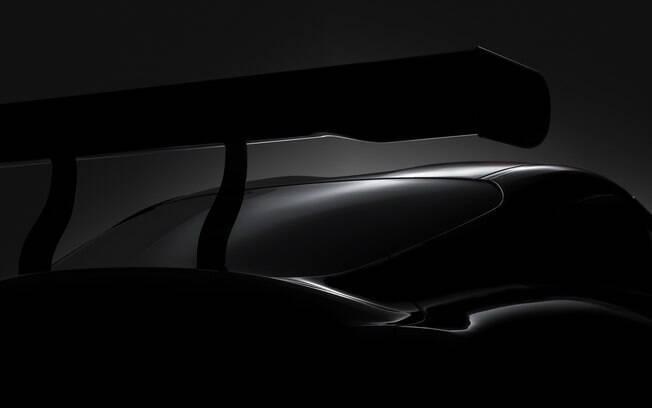 Toyota Supra: Teaser revela aerofólio agressivo e silhueta curvilínea, que deverá ser inspirada no conceito FT-1